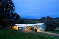 This house at Gidgegannup, Western Australia uses LYSAGHT CUSTOM ORB® made from ZINCALUME® steel for the cladding, roofing, and soffits to create a sophisticated version of the farming aesthetic of sheds and other buildings.