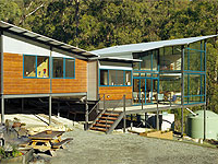 Oyster Cove home south of Hobart with roofing, guttering and partial wall cladding in ZINCALUME® steel.