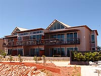 Nearly 15,000 square metres of PERMALITE WAVELINE® and LT7® aluminium cladding in the colour Silver Coin was supplied for the Novotel Ningaloo project.